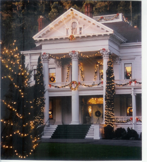 photo of the mansion at the Dunsmuir-Hellman Historic Estate decorated for the Holidays