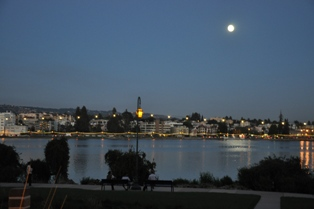 Photo of Lake Merrit String of Lights