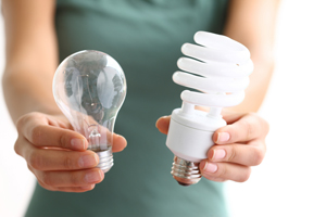 photo of incandescent and CFL light bulbs
