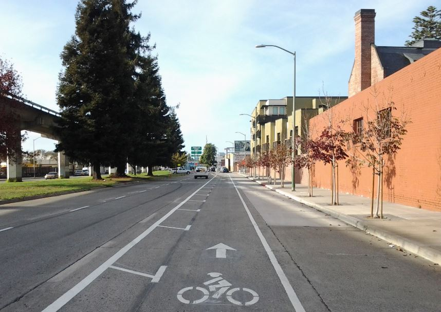E 12th St bike lanes, December 2014